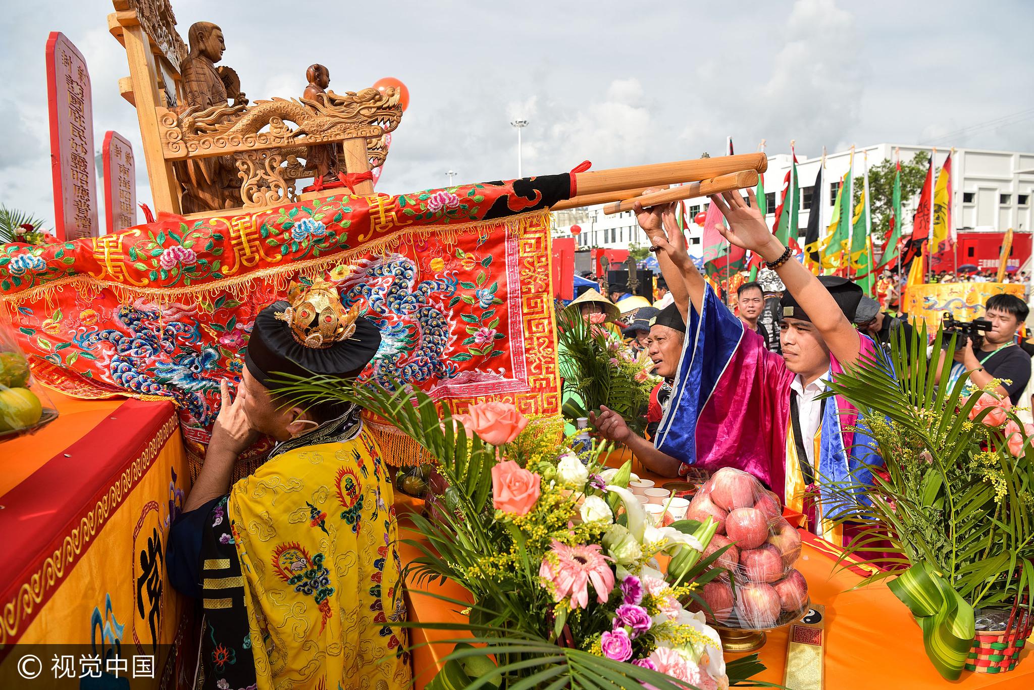三亚开渔节祭海场面