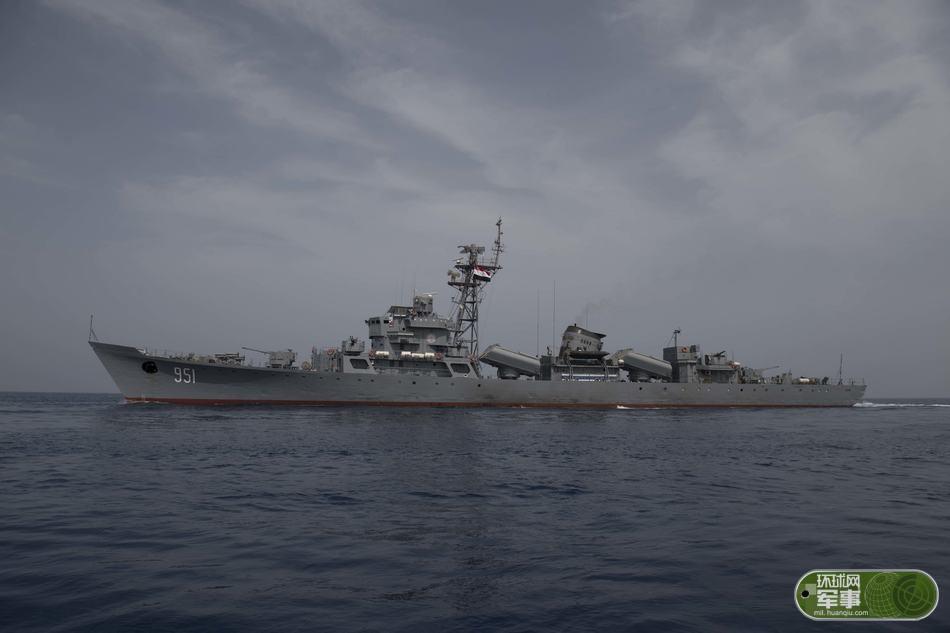 美舰后面的中国造军舰