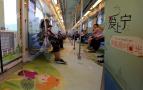 南京地铁开出高中主题专列 车厢写满青春回忆
