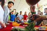我们的节日端午 燕大留学生进社区品端午民俗