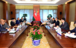王毅分别同出席中阿合作论坛第八届部长级会议的外方代表举行会谈、会见