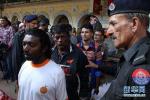 巴基斯坦局势动荡:前总理回国即被捕 竞选会遭袭百人亡