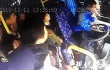 南京一奔驰车主逼停公交车殴打司机,被拘留12天!