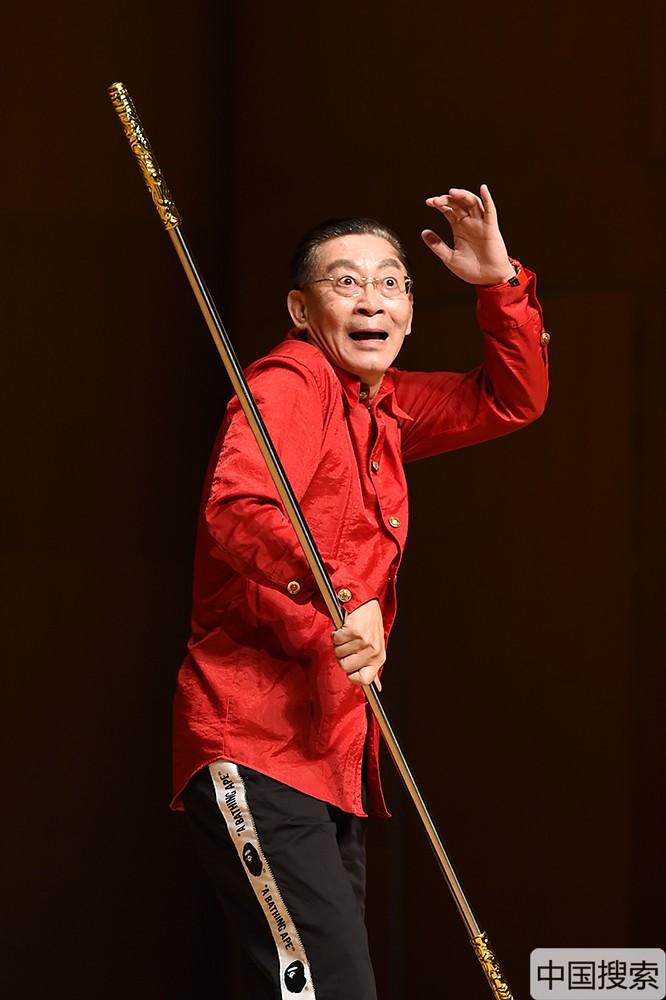 """图为六小龄童表演""""美猴王""""经典动作。中国搜索宋家儒摄"""