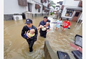 """各地各部门全力抢险 迎战台风""""利奇马"""""""