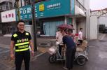 漯河一老人被撞翻 城管打车猛追1.5公里拦下肇事车